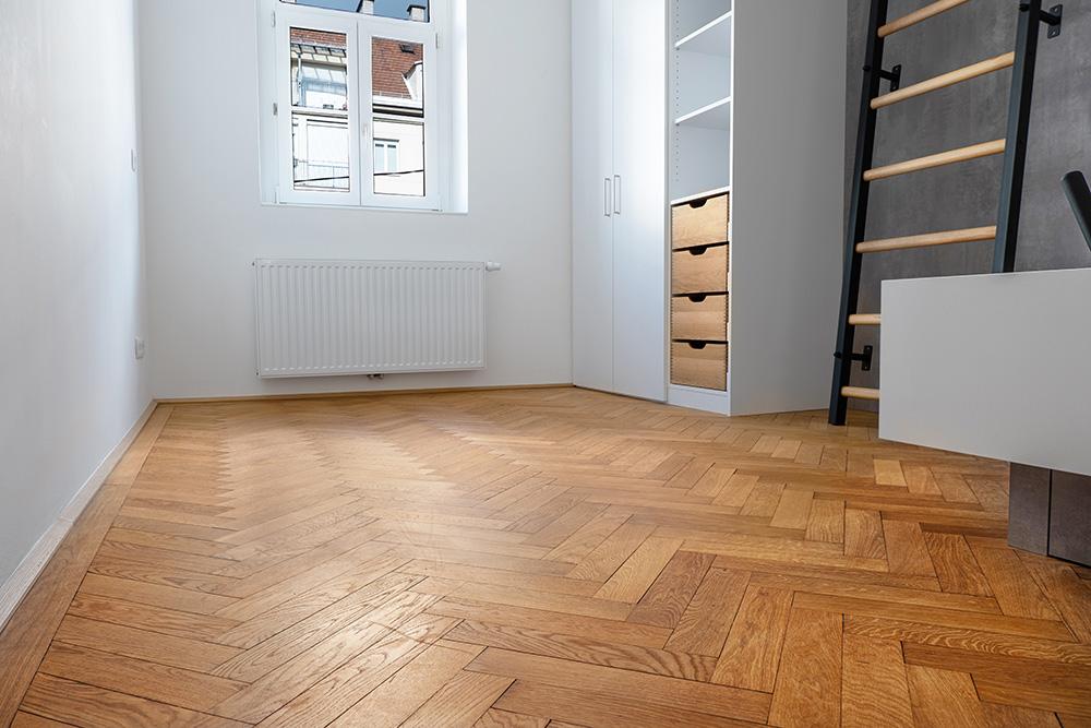 Wenisch Holz Referenz Fischgrätboden Innsbruck Schlafzimmer