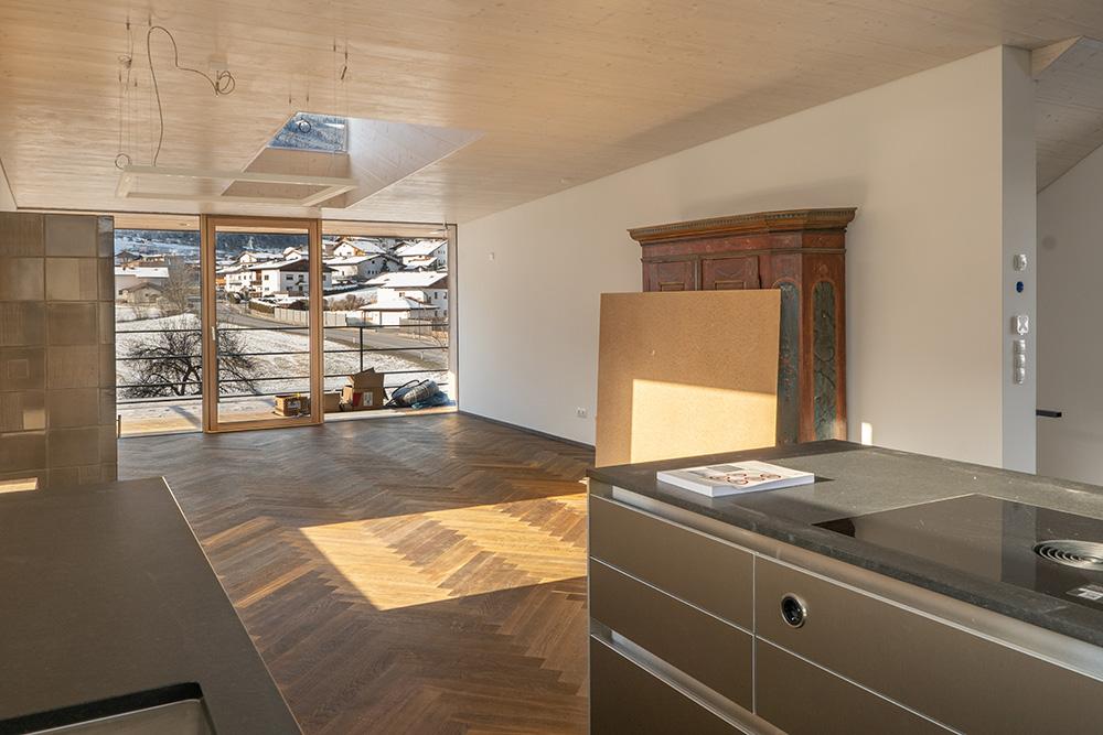Wenisch Holz Referenz Fischgrätboden Tulfes Wohn-Ess-Zimmer